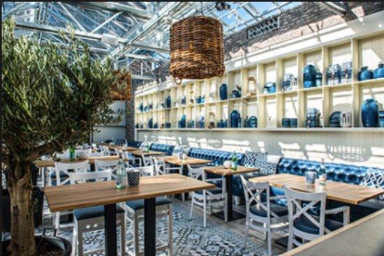 Gezellige Tafels In De Kas Foto Van Restaurant Pavarotti