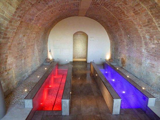 Agliano Terme, Italy: Percorso Kneipp all'interno della Spa di Villa Fontana.