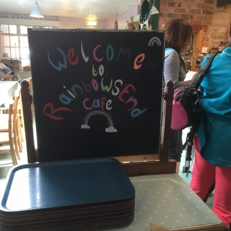 Rainbows End Cafe : The queuing up, not too long though