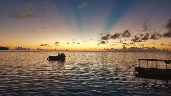 Savaii Lagoon Resort: Sunset view from restaurant.