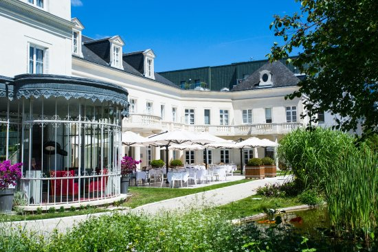 Chateau belmont tours restaurant reviews phone number for Salon rochepinard tours