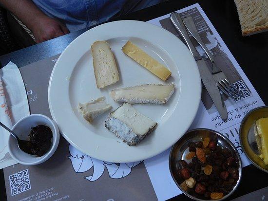 Baudour, Belgien: Assiette de fromages