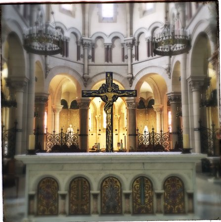 Picture of the nave of Eglise Saint Pierre, Neuilly sur Seine (Photo by Marion van Tonder)