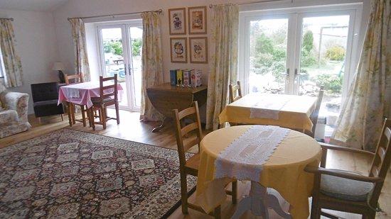 Treliver Farm: lounge/ dining room