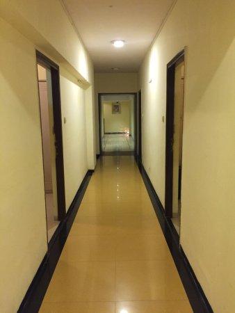 Keys Select Hotel Nestor Mumbai: Hallway, old to new