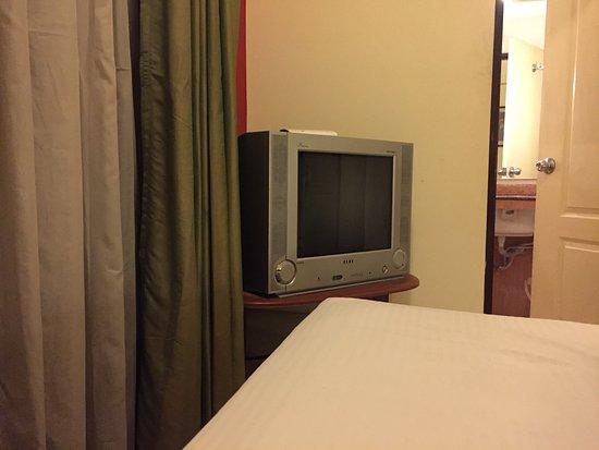 Keys Select Hotel Nestor Mumbai: Old TV