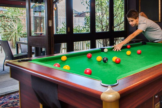 Ashford, UK: The Ash Tree - Games