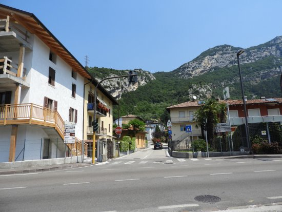 Nago, Italien: Looking up to Hotel Continental
