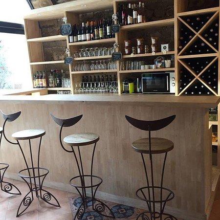 Moules-et-Baucels, France: bar de la cave à manger BLANCARDY