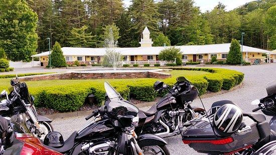 Colonel Williams Lake George Motel and Resort Photo