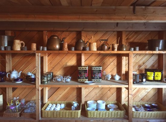 Inari, Suomi: We offer quailty tea, coffee and homemade pastry in an atmospheric enviroment.