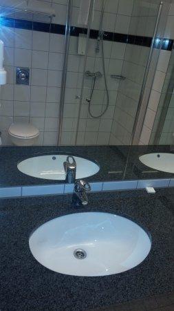 Ullensaker Municipality, Noruega: Hotel Thon_Bathroom