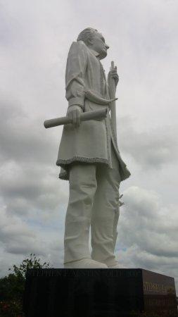Angleton, TX: Statue