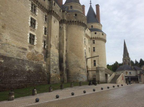 L'Ange est Reveur: 1/4 de tour et du magasin vous passez au Château.