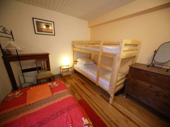 Ornolac-Ussat-les-Bains, Γαλλία: Maison la Montagne bedroom 2