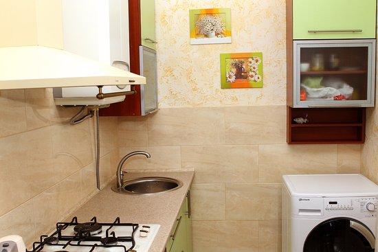 Myrhorod, Ucrania: Общая кухня на первом этаже