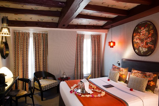 Hotel les dames du pantheon updated 2017 prices for Chambre romantique paris