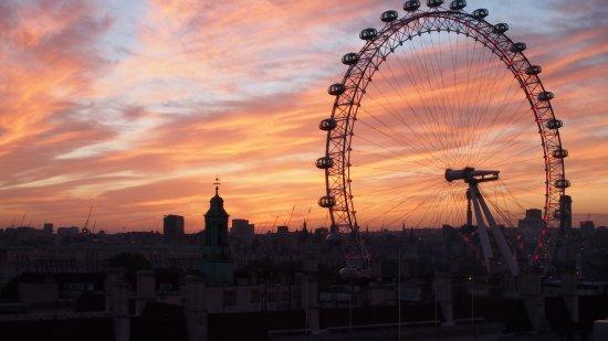 Park Plaza Westminster Bridge London: Sunset from terrace of duplex 15th floor