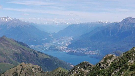 Dongo, Italy: Vista del lago di Como dalla Cima Verta