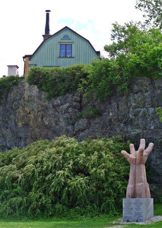 Södermalm: Konut,doğa ve heykel iç içe