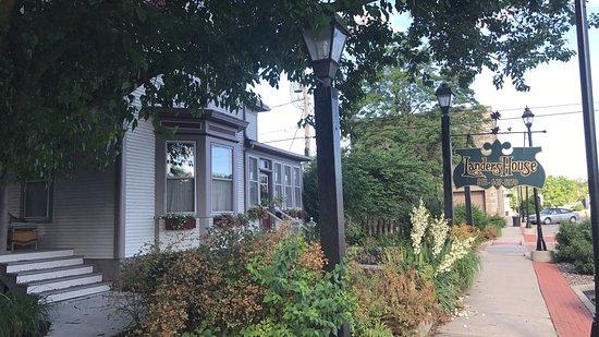 Landers House: photo0.jpg