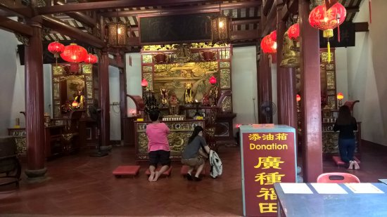 Johor Old Chinese Temple: ในศาล