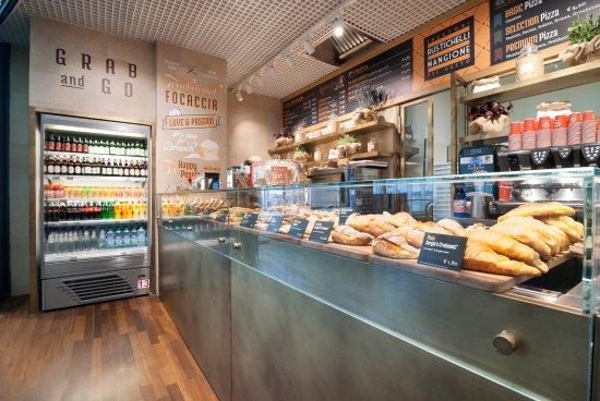 Tessera, Italy: Bibite, caffé, cappuccini, cornetti, paste, pizze, panini e molto altro!