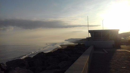 Hotel de la Baie de Wissant : vue de la digue tres tot leve du soleil