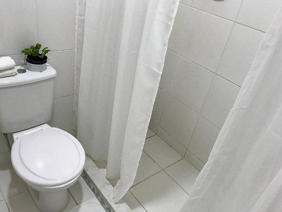 Conceicao de Jacarei: Pousada do Sossego Jacareí, banheiro Suite Superior 1002