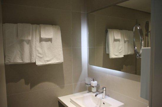 Hotel Welcome Inn: Modernes Bad