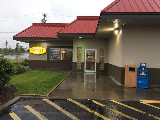 Utica, NY: Denny's - entrance