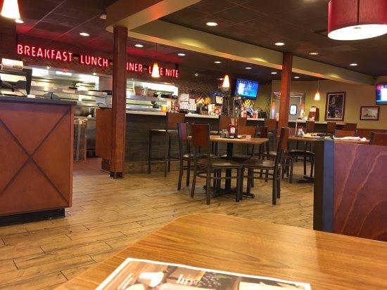 Utica, NY: Denny's - view across dining room