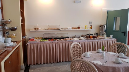 Yakinthos Hotel: Breakfast room