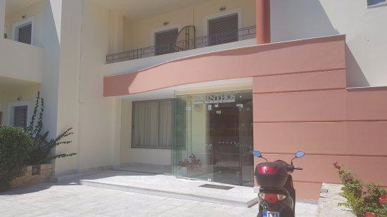 Yakinthos Hotel: Hotel entrance