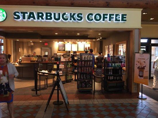 Hannacroix, NY: Starbucks - view from plaza floor