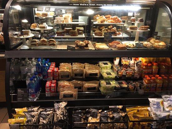 Hannacroix, NY: Starbucks - bakery counter
