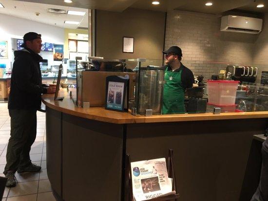 Hannacroix, NY: Starbucks - barista at work