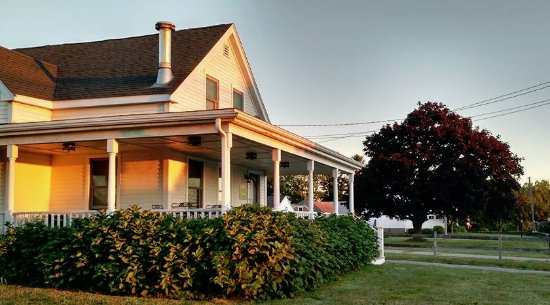 Escobar's Farmhouse Inn: Morning sunrise