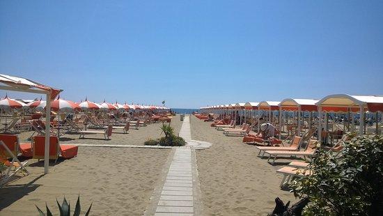 Bagno nettuno alba marina di pietrasanta italy top - Bagno roma marina di pietrasanta ...