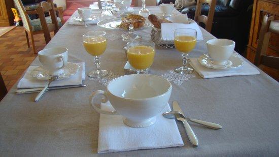 Petit Dejeuner Copieux Jus D Orange Frais Presse Yogourt Et