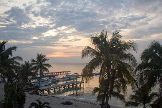 Ocean Tide Beach Resort: View from room 5 AM