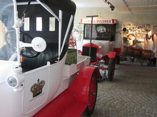 Visit Carlsberg : Old trucks