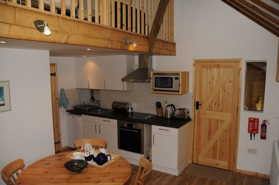 Halstead, UK: All our kitchens are fully equipped with fridge,oven,microwave and attractive cooking and tablew
