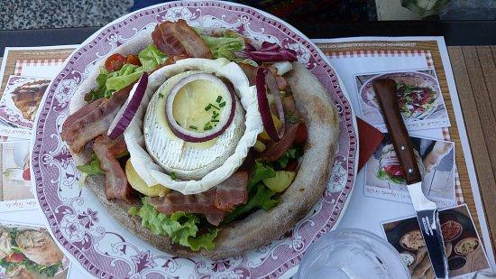 Roques, Frankrig: salade composée