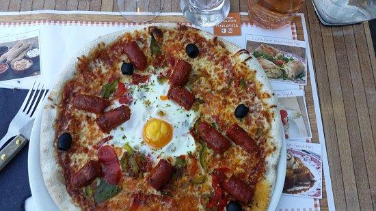 Roques, Frankrig: pizza orientale