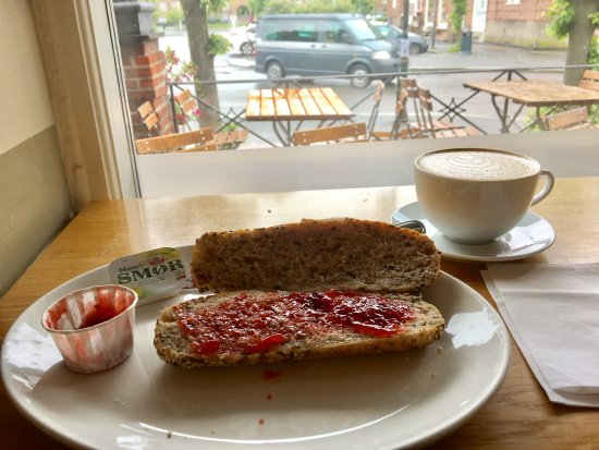 Apent bakeri: Delicious fresh-baked multigrain roll with jam at bakery