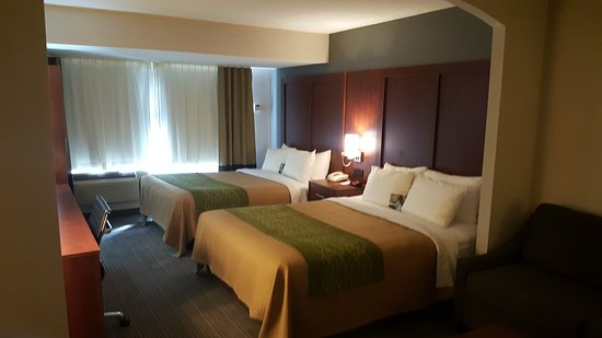 Comfort Inn & Suites: Suites with a kitchenette and sofa bed