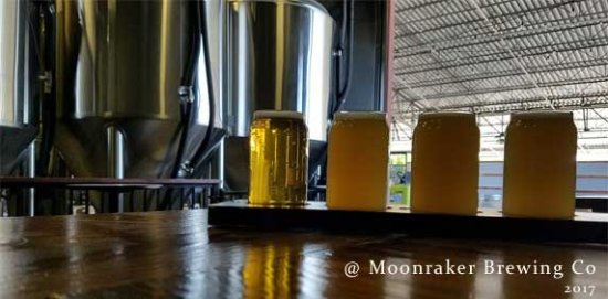 Auburn, CA: Indoor seating at Moonraker