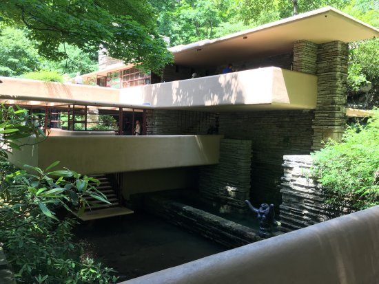 Fallingwater: house view as you near