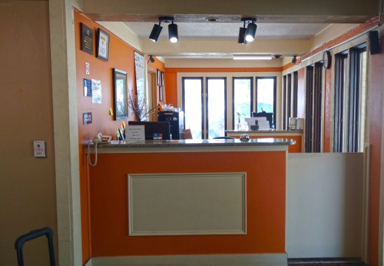 Webster City, IA: Front Desk